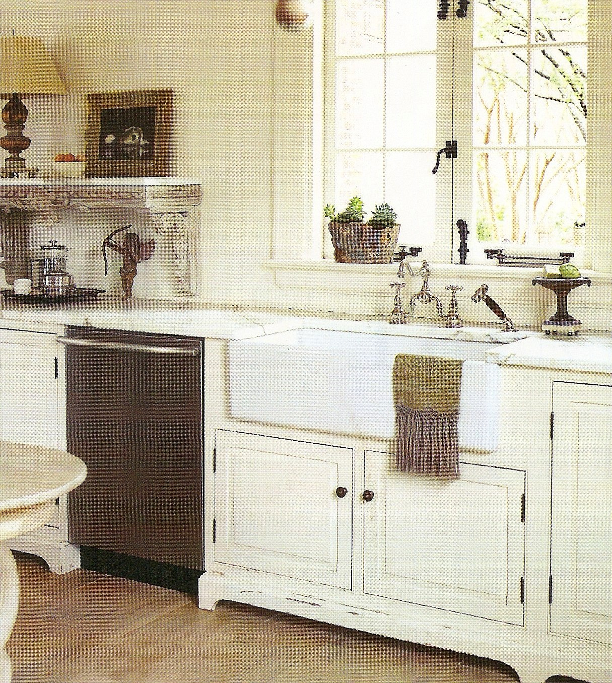 Kitchen Island Instead Of Table: Petit Chateau