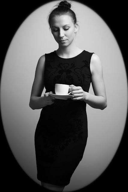 Fotografia portretowa. Dziewczyna z filiżanką. fot. Łukasz Cyrus