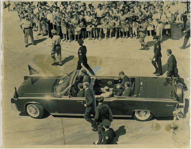 AGENTS BESIDE LIMO NEW ORLEANS 1962