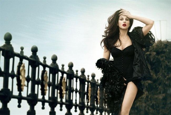 Monica Bellucci Stuns In Dolce Amp Gabbana For Vanity Fair