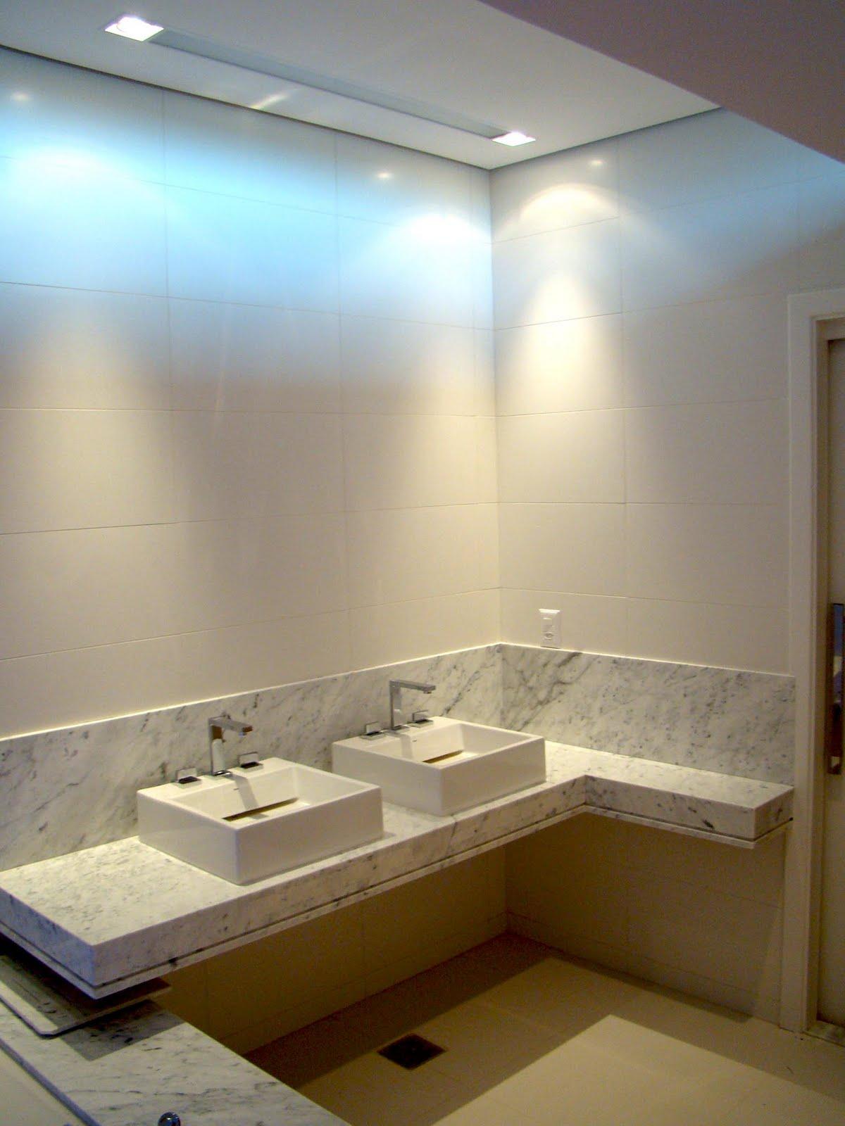 Na área das CUBAS o tampo foi rebaixado para que as cubas (sobrepor  #40290C 1200x1600 Banheiro Bancada Marmore Carrara