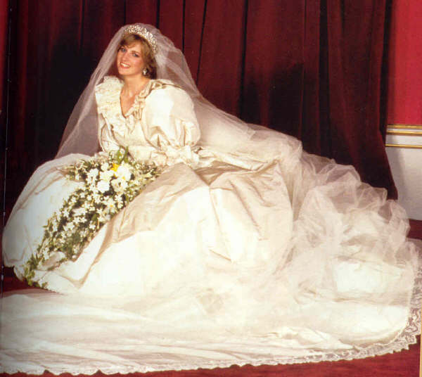 princess diana wedding dress pictures. princess diana wedding dress