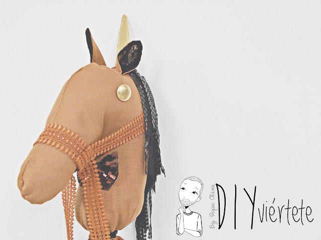 DIY-BLOGERSANDO-Do It Yourself-manualidades-caballo-caballito de palo-caballo de trapo-costura-pasatiempos-juegos-entretenimiento-niños-4