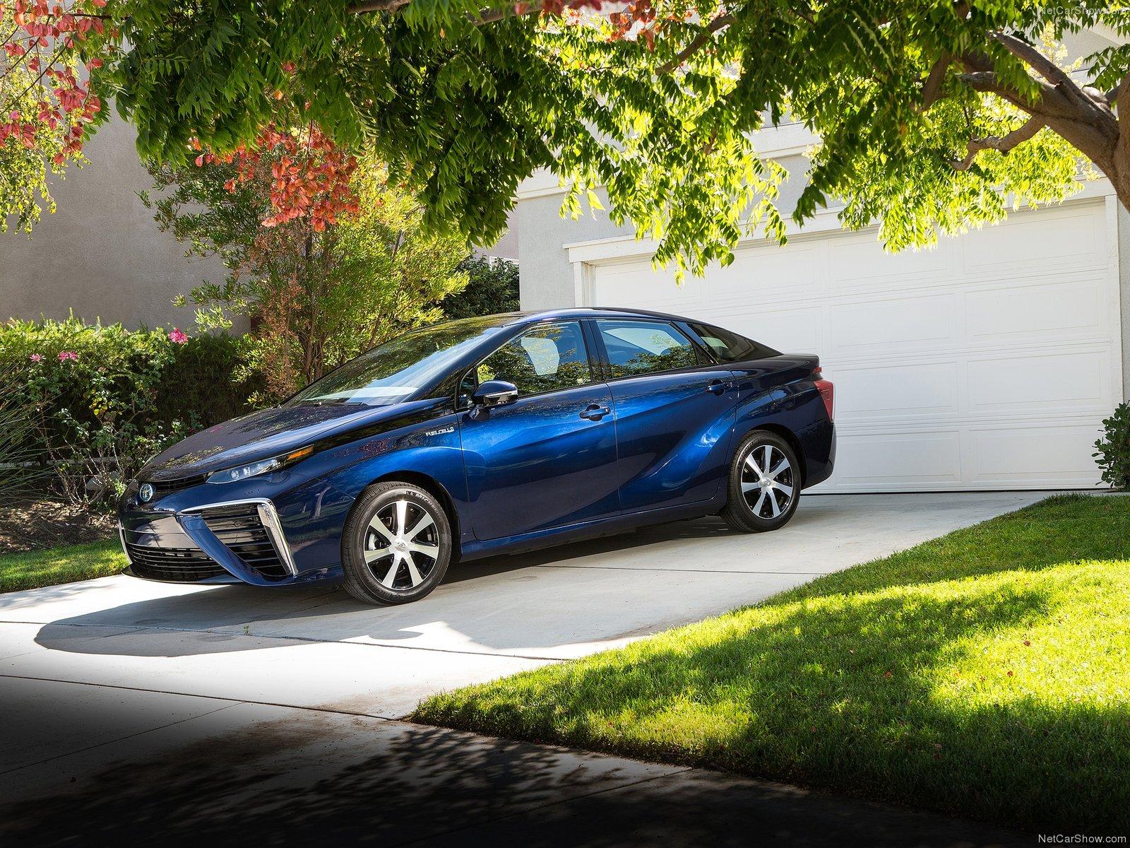 Toyota Mirai 2016 - Tương lai của ngành công nghiệp ô tô thế giới