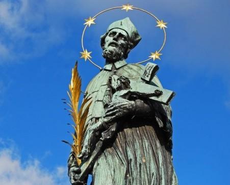 Картинки по запросу Статуя Яна Непомуцкого (Прага, Чехия)