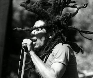 Bob Marley Singing Black and White Photo HD Wallpaper