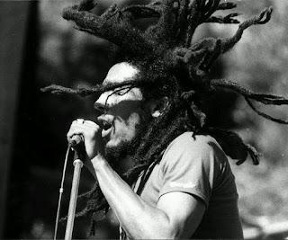 Bob Marley Singing Black and White Photo HD Wallpaper