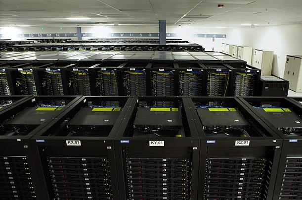 ما هو مركز البيانات لموقع الفيسبوك؟
