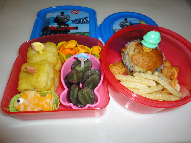 Bento school lunches october 2011 for Fish and cheese