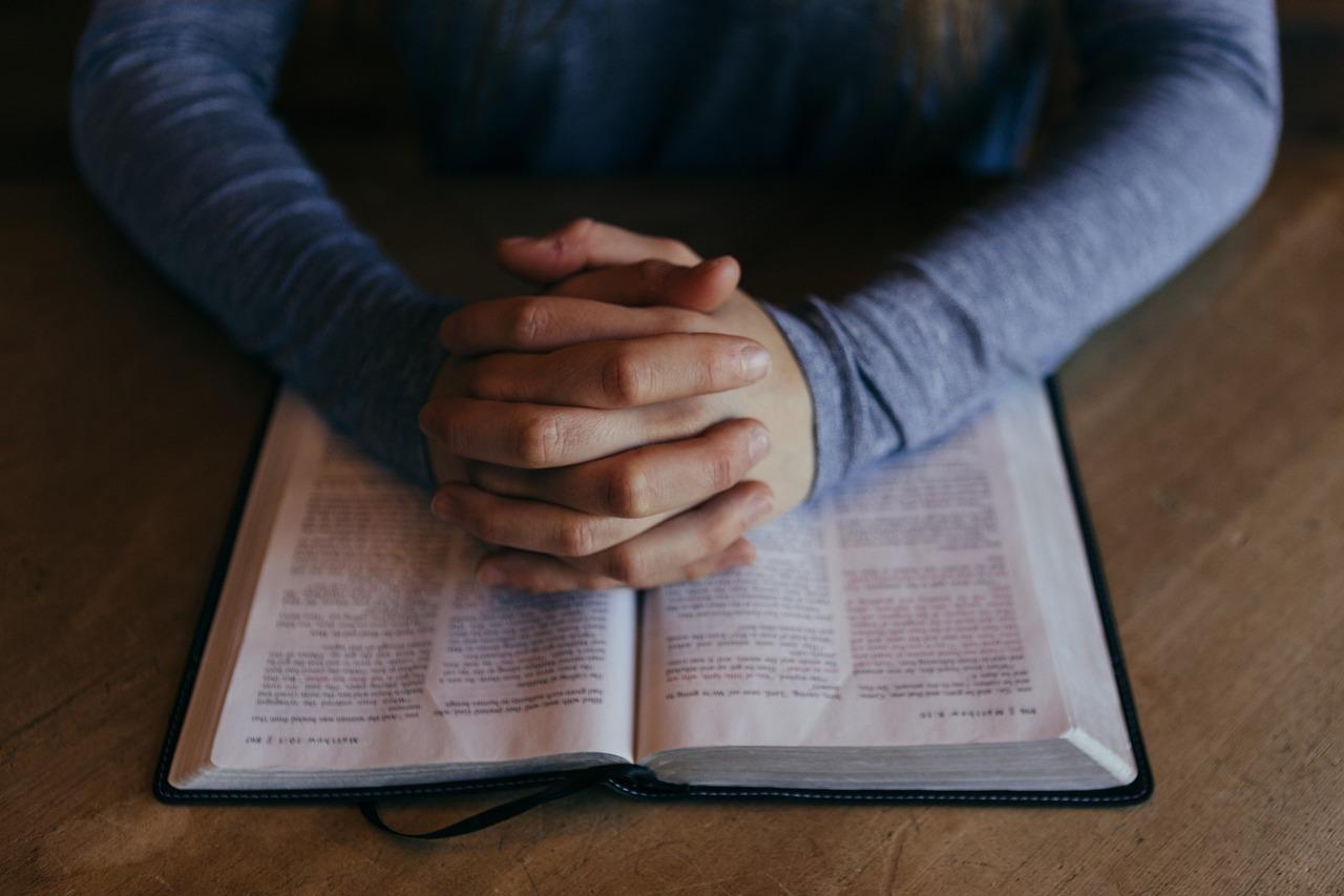 Porqué orar si Dios sabe lo que necesitamos? Qué enseña la Biblia ...