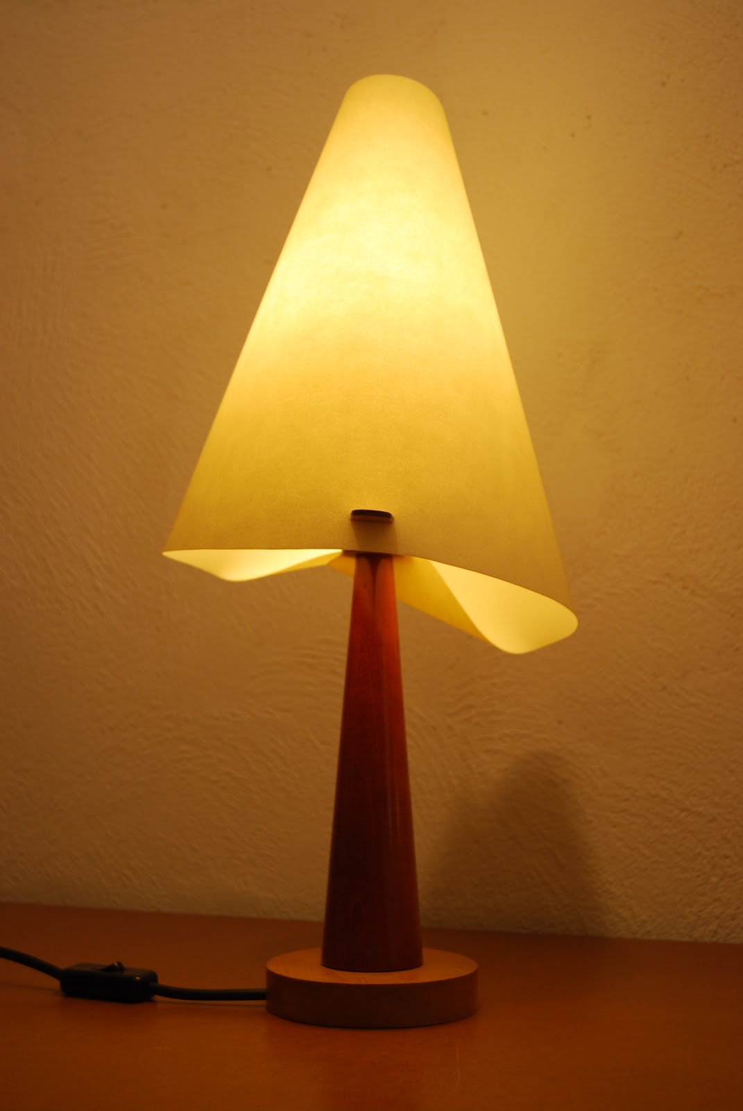 Dise o muebles l mparas y objetos l mpara corneto for Modelos de lamparas
