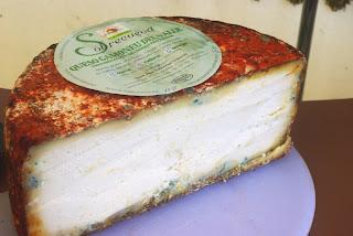 queso gamoneu, corte de una pieza
