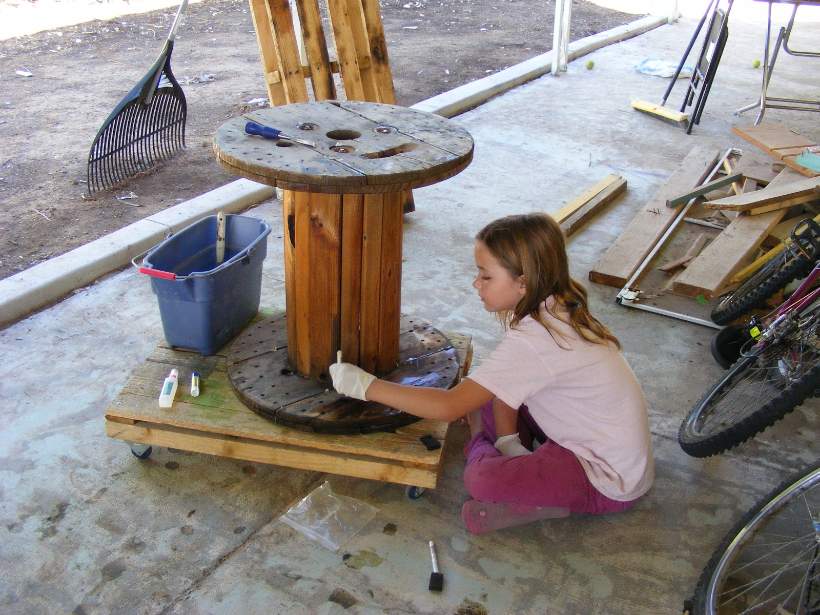 Courtney 39 s crafts and diy tips wire spool table for Diy wire spool