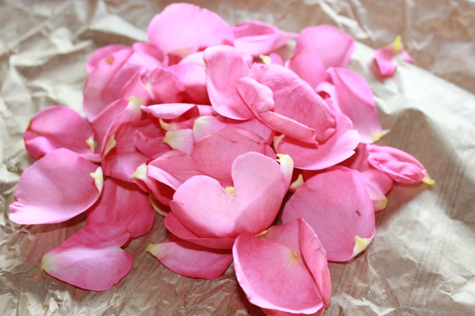 Cuill re et saladier p tales de rose cristallis s - Petales de roses sechees ...