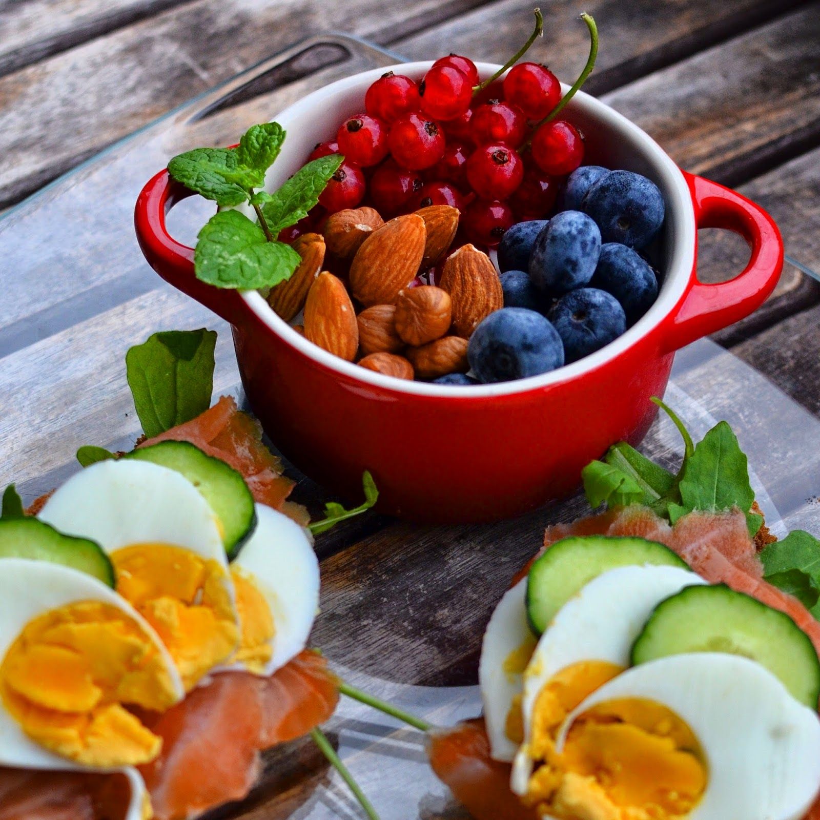 Recipe salmon egg toasts and fruits