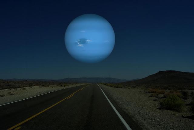 Neptuno si estuviera a la misma distancia de la Tierra que la Luna
