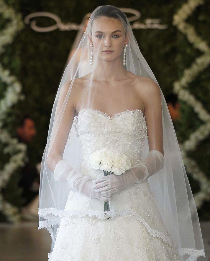 Wedinstyle girls oscar de la renta bridal for spring 2013 for Oscar de la renta lace wedding dress