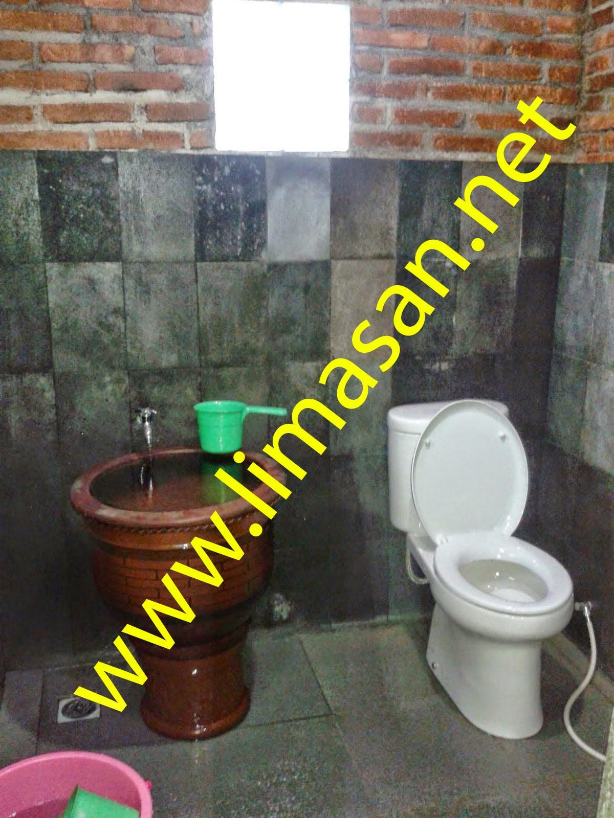 Rumah Limasan Di Magelang kamar mandi