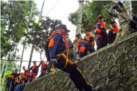 Senkom dan Relawan PB Serdang Bedagai Pelatihan SAR Vertical Rescue