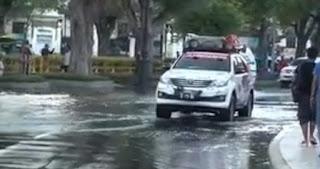 Toyota Fortuner Adventure Terjang Banjir Bandang di Thailand