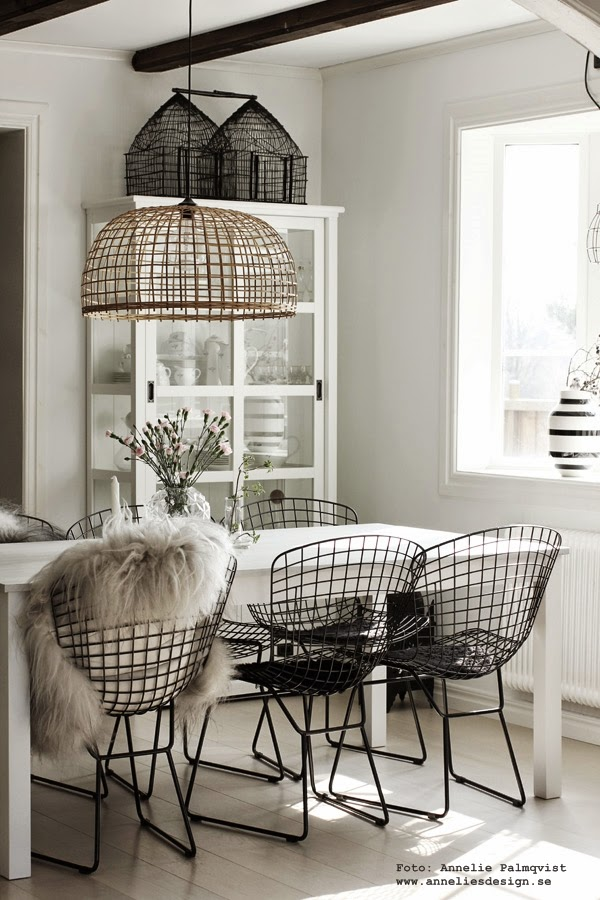 svart och vitt, svarta stolar, utemöbler, trådstol, jotex stol ulricehamn, matgrupp, utemöbel, stolar för både inomhus och utomhus, svartvit, svartvita, inredningblogg, anneliesdesign, annelie palmqvist, kök, köket, köks, köksstol, köksstolar, blogg