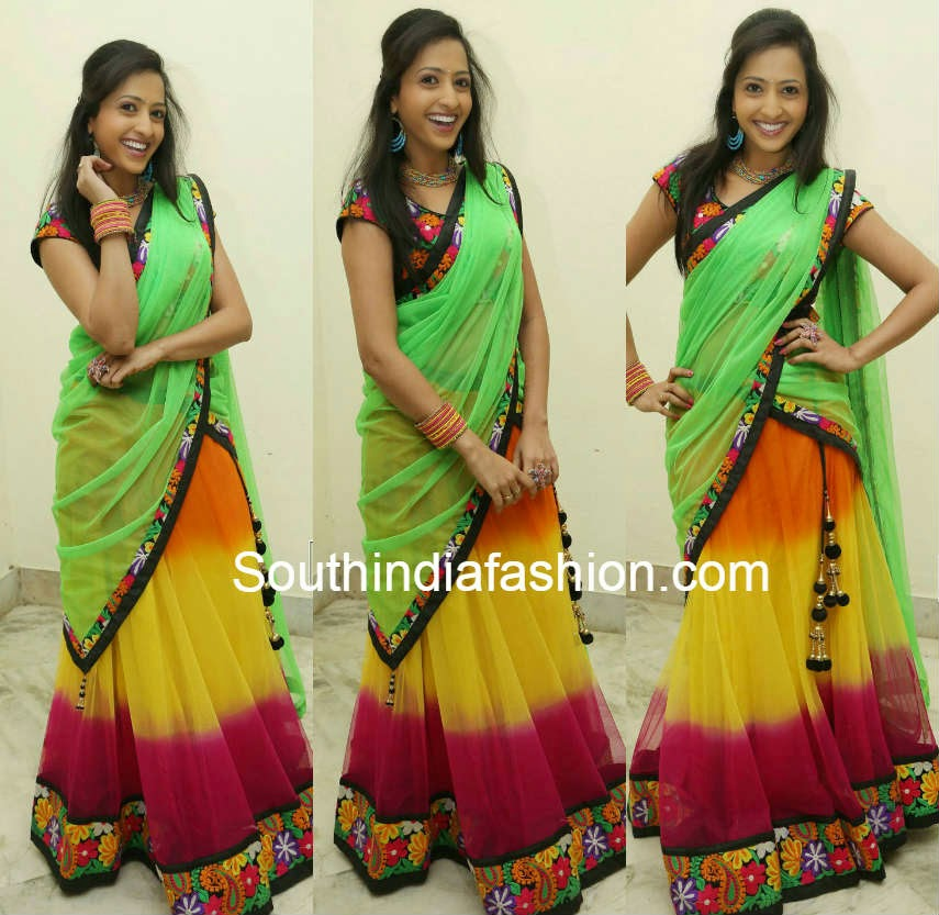 anchor laasya in half saree