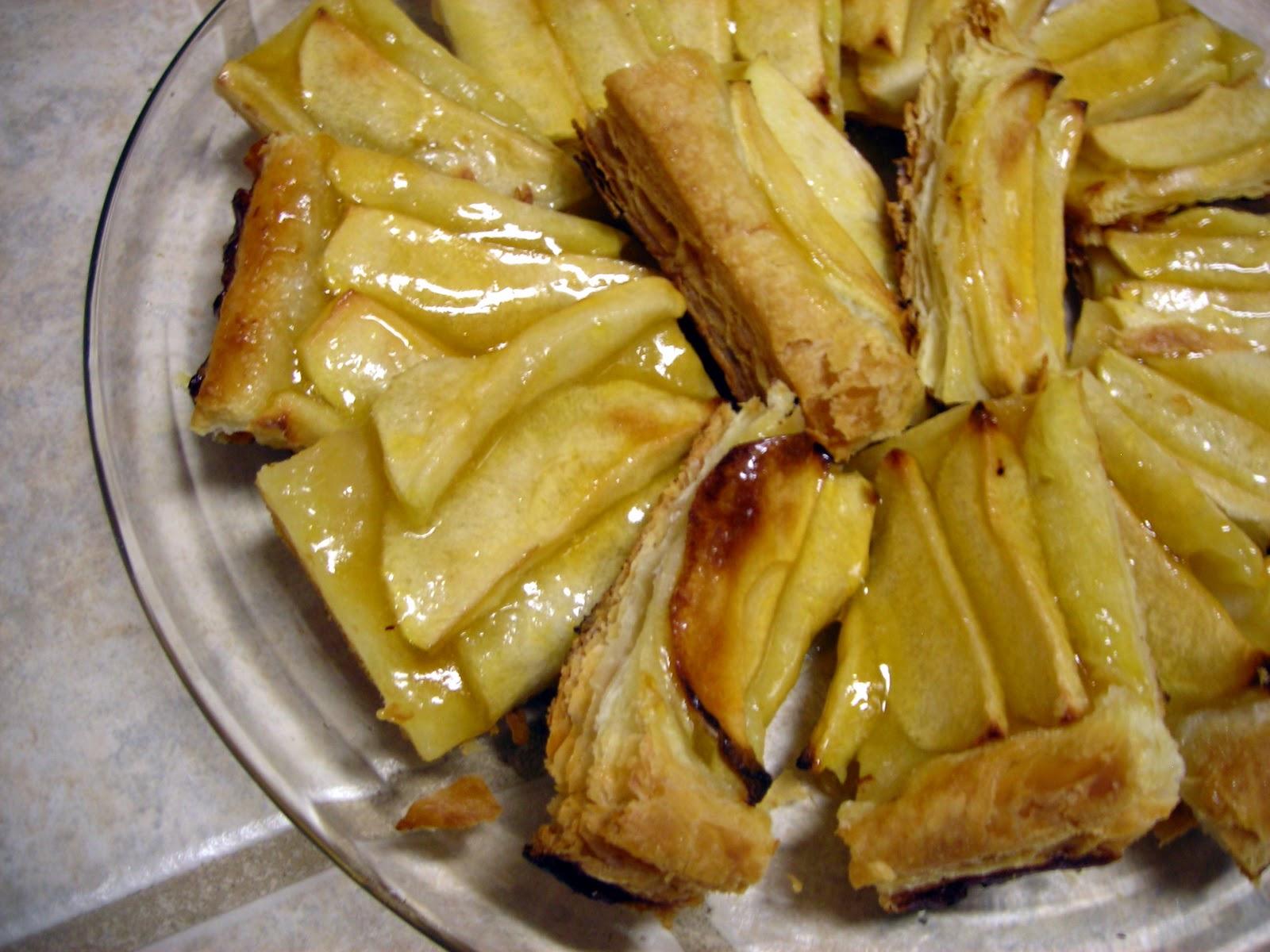 She Who Makes Holiday Treats Bake An Easy Apple Tart