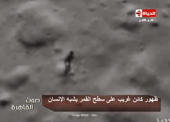 ظهور كائن غريب طوله 33 متر على سطح القمر يشبه الانسان.. - man appear on the moon 33 meter