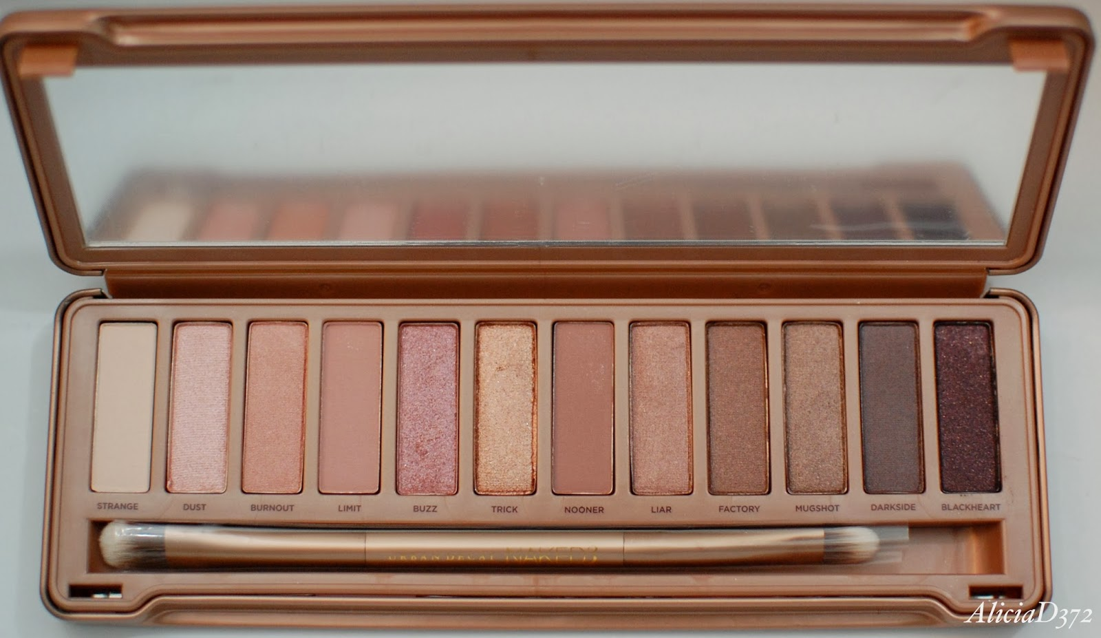 aliciad372 review urban decay naked 3 palette. Black Bedroom Furniture Sets. Home Design Ideas