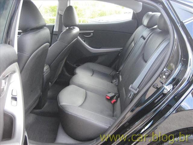 Hyundai Elantra 2012 GLS 1.8L Automático - bancos traseiros