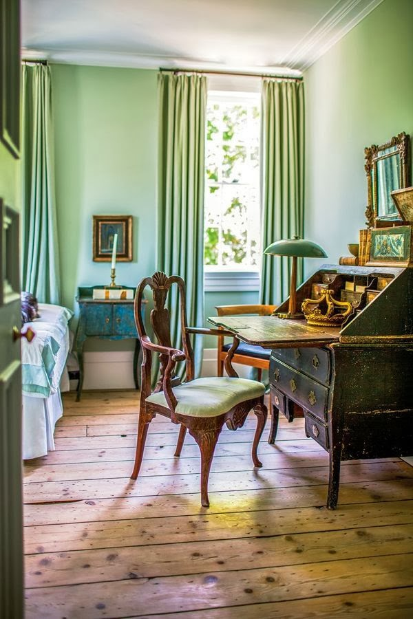 study-antique-country-house