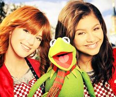 Fanclub de Shake It Up, Zendaya y Bella.