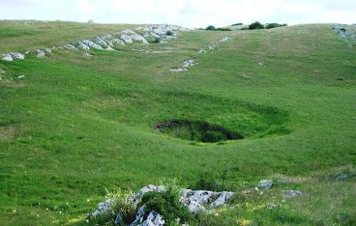 entrada da caverna mais profunda do mundo