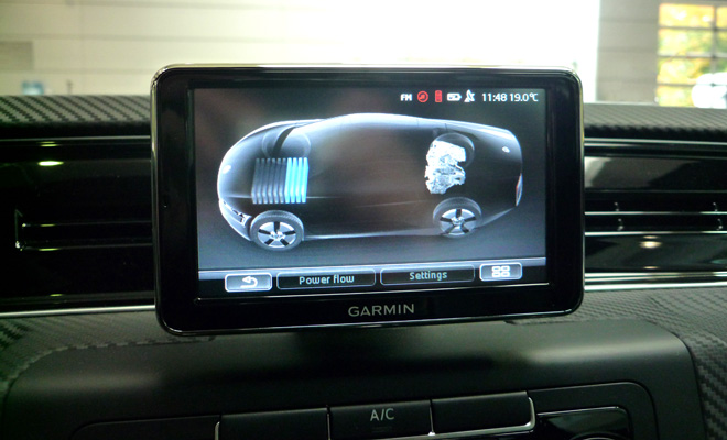 Volkswagen XL1 central screen