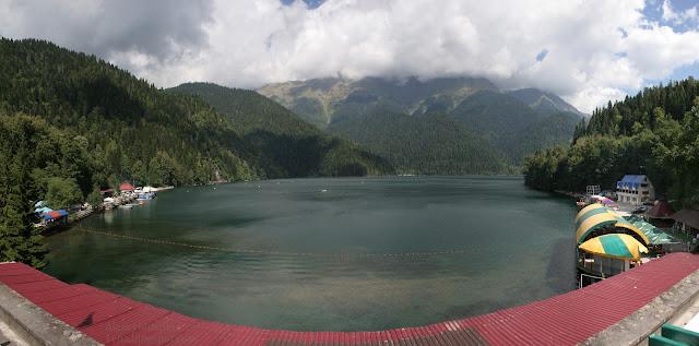 Озеро Рица, 950 метров над уровнем моря
