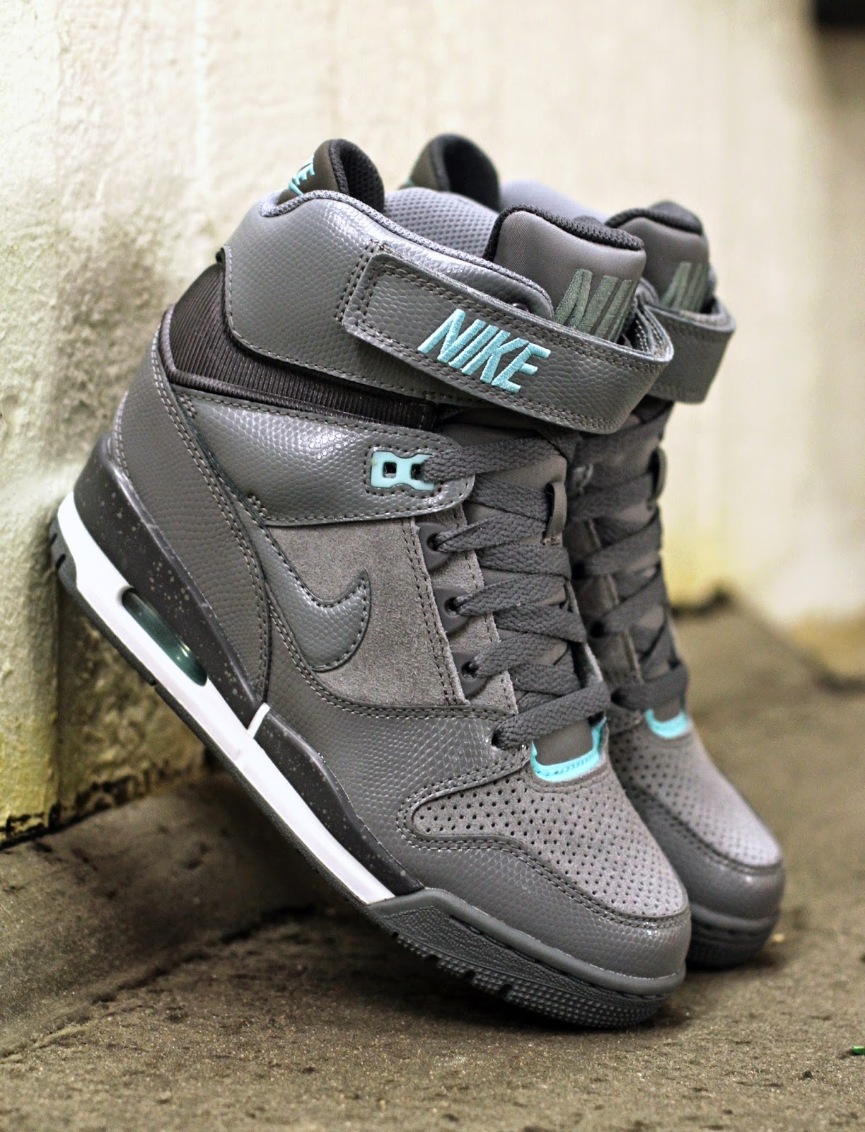 http://www.footish.se/sneakers/nike-wmns-air-revolution-sky-hi-4