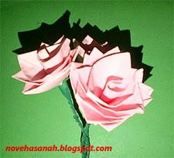 bunga dari kertas ini tampilan sederhana dan mudah cara pembuatannya