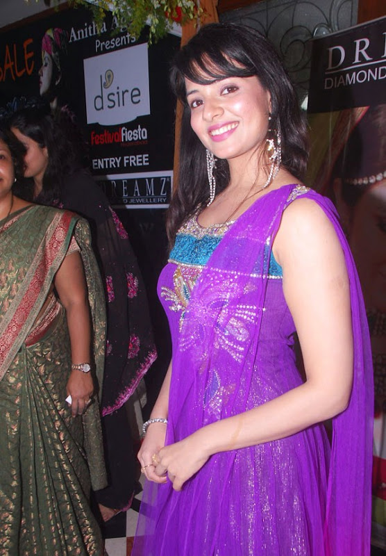 Saloni Latest Hot Stills From Desire Exhibition Saloni New Hot Photos wallpapers