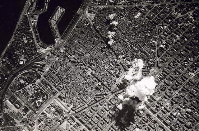 http://2.bp.blogspot.com/-V4BCSqmHaaA/Ttv6mu_4FPI/AAAAAAAAApI/ksIeaaVjdPI/s1600/Bombardeo+de+Barcelona%252C+camion+de+trilita.jpg
