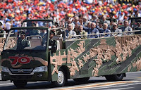 Çin'in Gazileri cabrio otobüslere biniyor