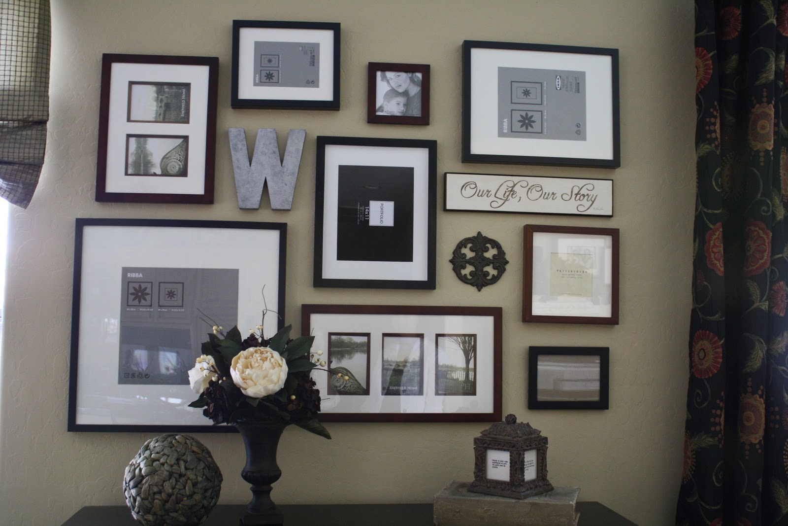 Project home frame wall Family pictures on living room wall