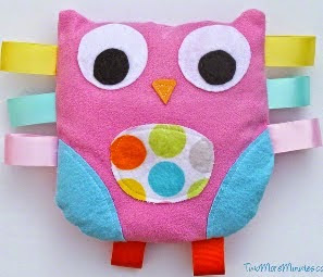 http://translate.google.es/translate?hl=es&sl=en&u=http://twomoreminutes.com/owl-tag-toy-pattern-and-tutorial/&prev=search