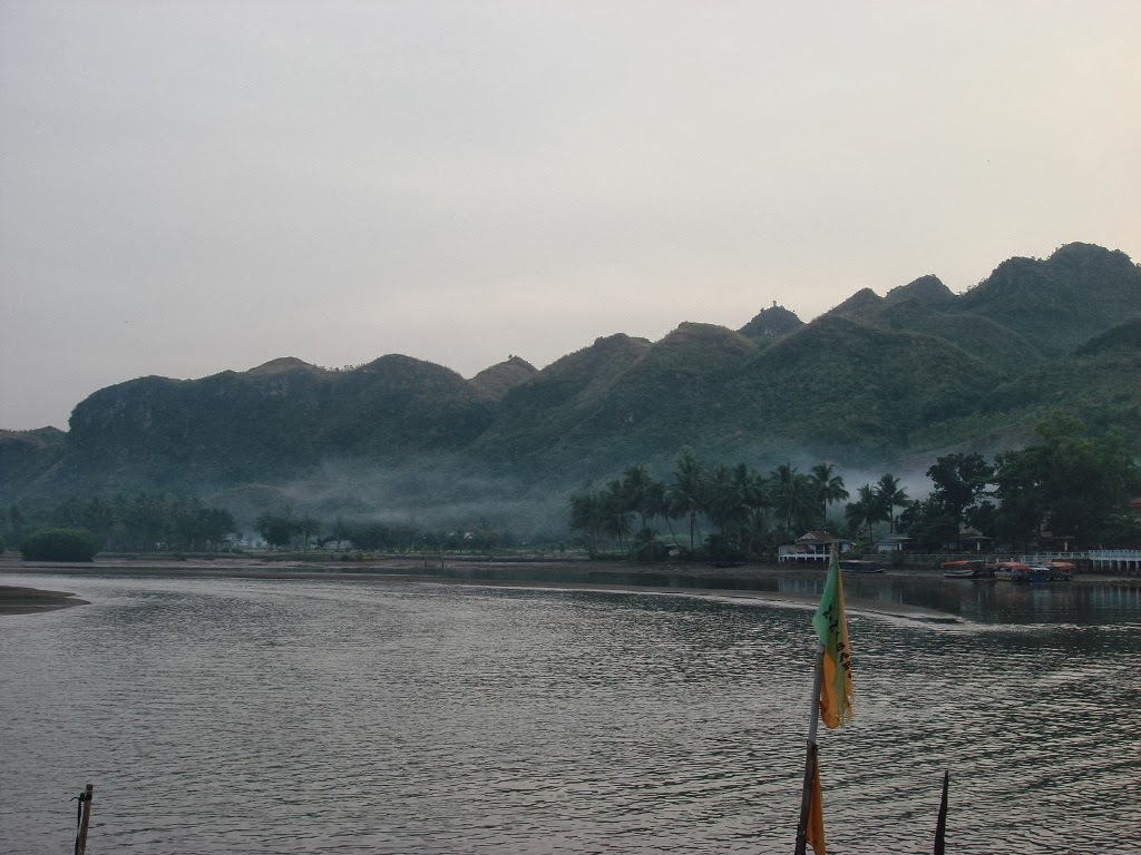 Pemandangan Pantai Ayah, Kebumen