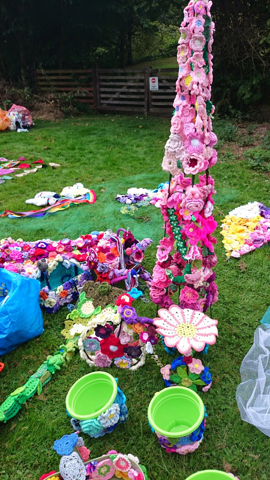 little havens hospice yarnbomb yarn bomb guiness world record crochet counting
