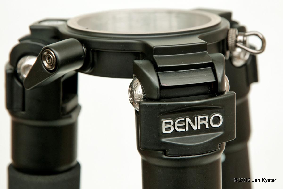 Benro C3770T CF Tripod - leg angle locks closeup