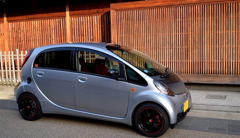 """""""Mitsubishi i"""", silnik umieszczony centralnie, kei car, mały samochód"""