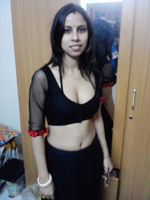 ... bhabhi removing saree in hotel | Boobs + Pussy = Sexiest Together