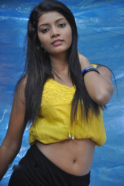 spicy model Preksha Sri navel images
