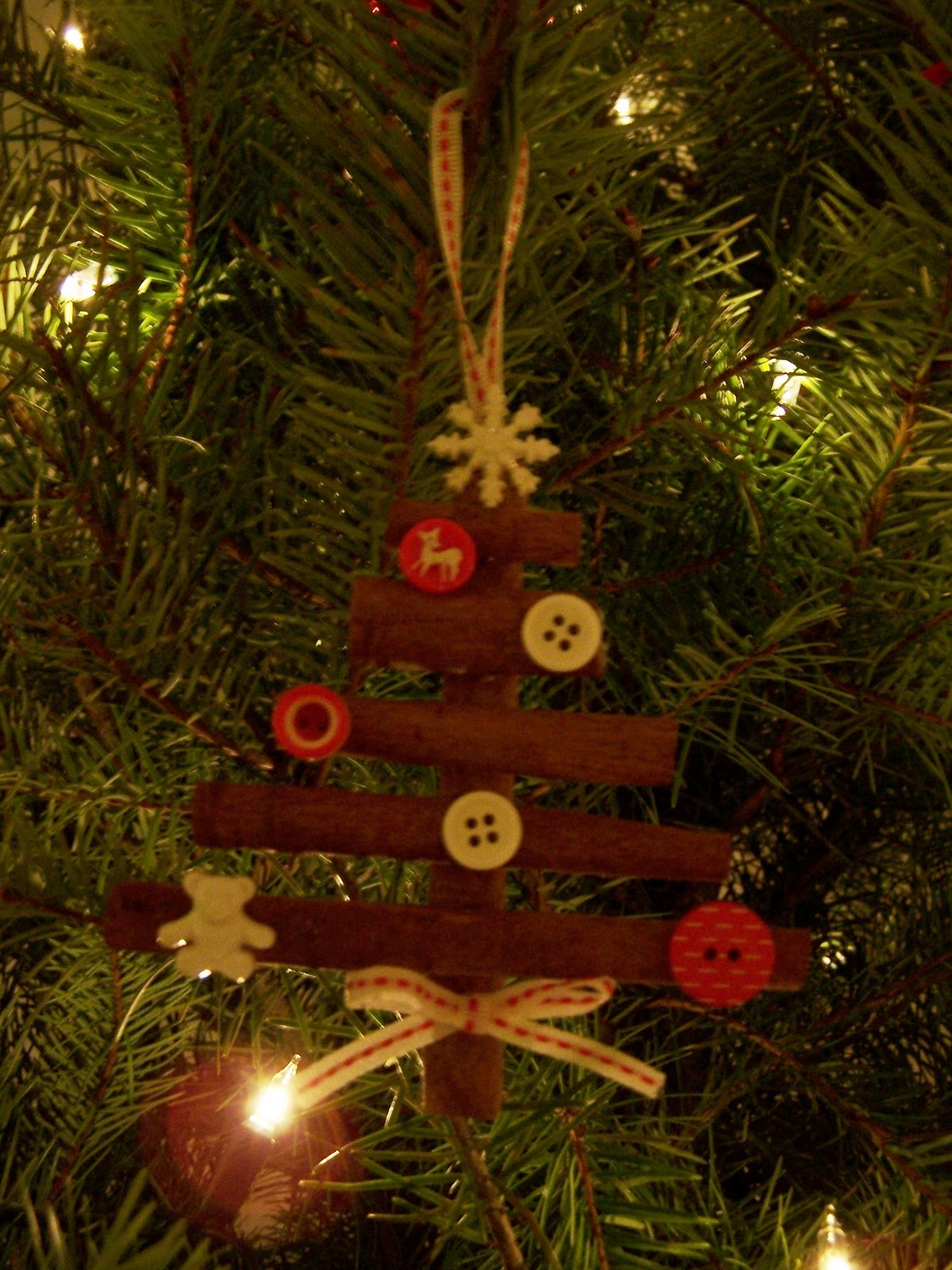 Madebyjoey homemade christmas tree ornaments and a for Homemade tree decorations