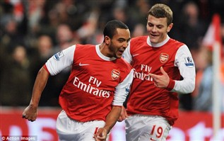 Arsenal : Wilshere with Walcott on the bench